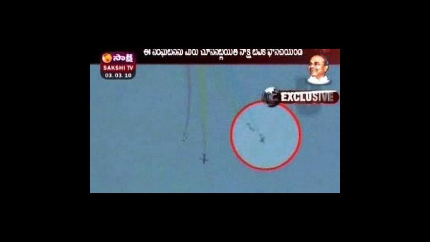 Video Nehoda akrobatického letadla v Indii