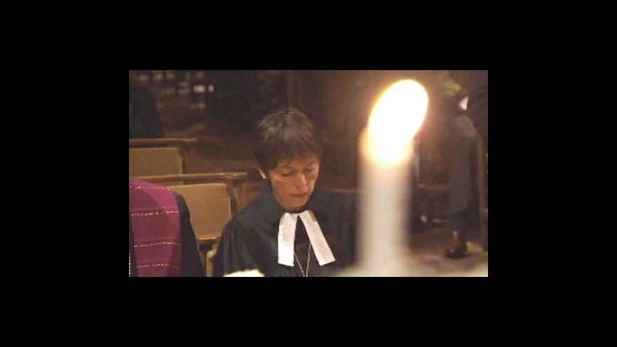 Video Němečtí protestanti řeší skandál opilé biskupky