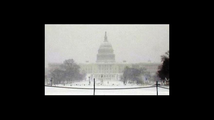 Video Sníh zavalil USA