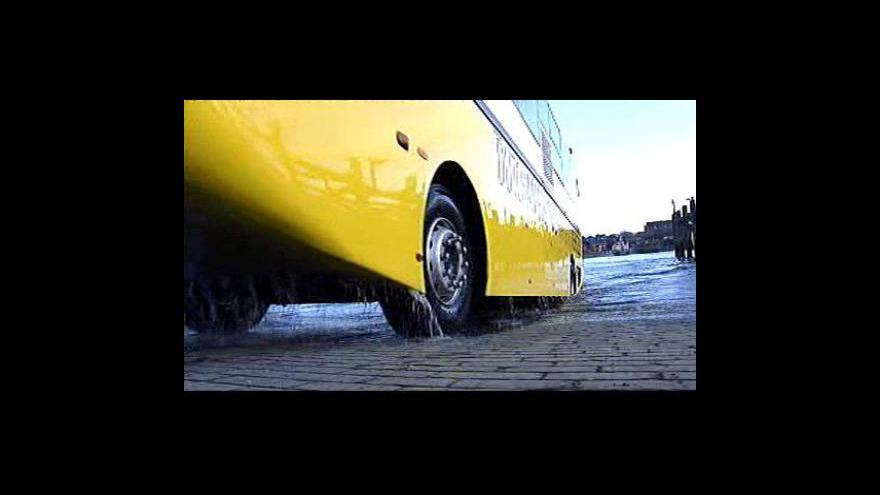 Video Obojživelný autobus testují ve skotském Glasgow