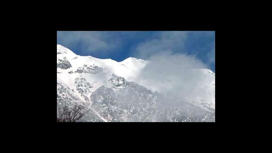 Video V Alpách hrozí laviny