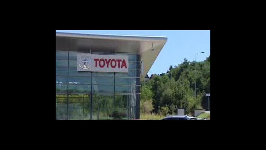 Video Toyota má problémy s hybridy
