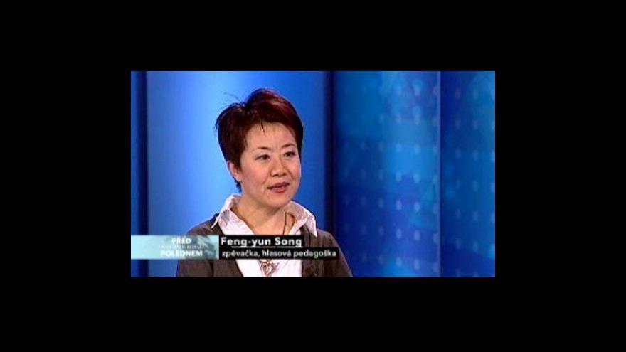 Video Feng-yün Song hostem pořadu Před polednem