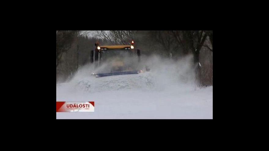 Video Sníh opět komplikuje dopravu