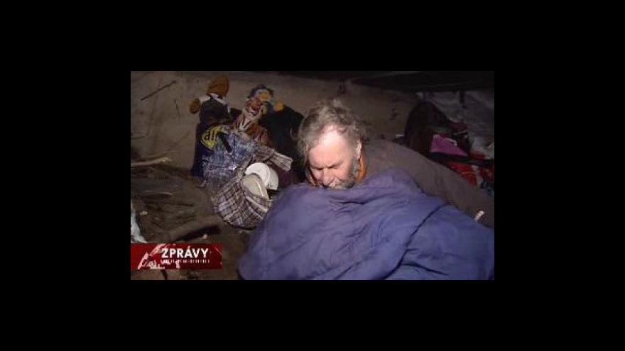 Video Bezdomovci mrznou i pod mostem