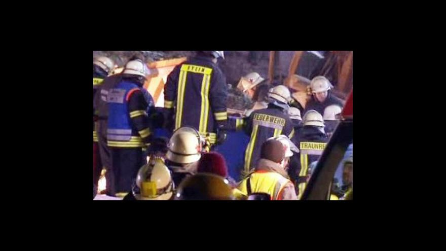 Video Na rodinný dům v Bavorsku se zřítila skála