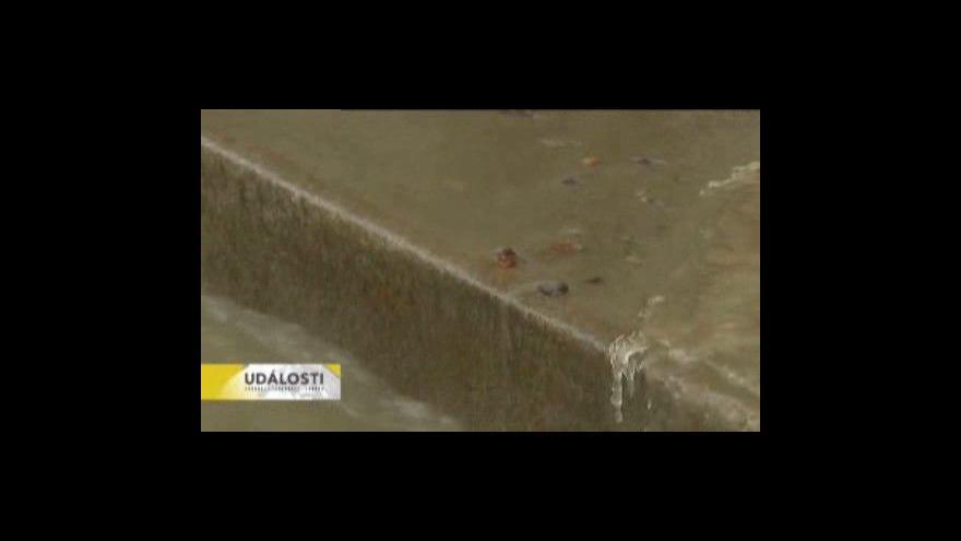 Video V Novém Jičíně prasklo potrubí