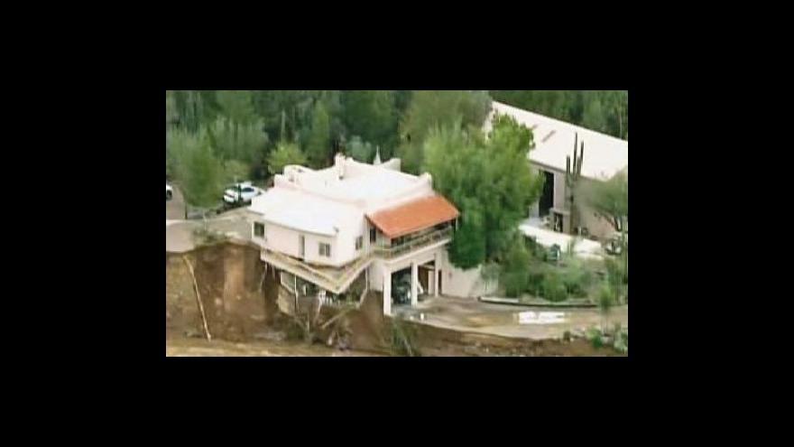 Video V Austrálii horka, v Kalifornii záplavy