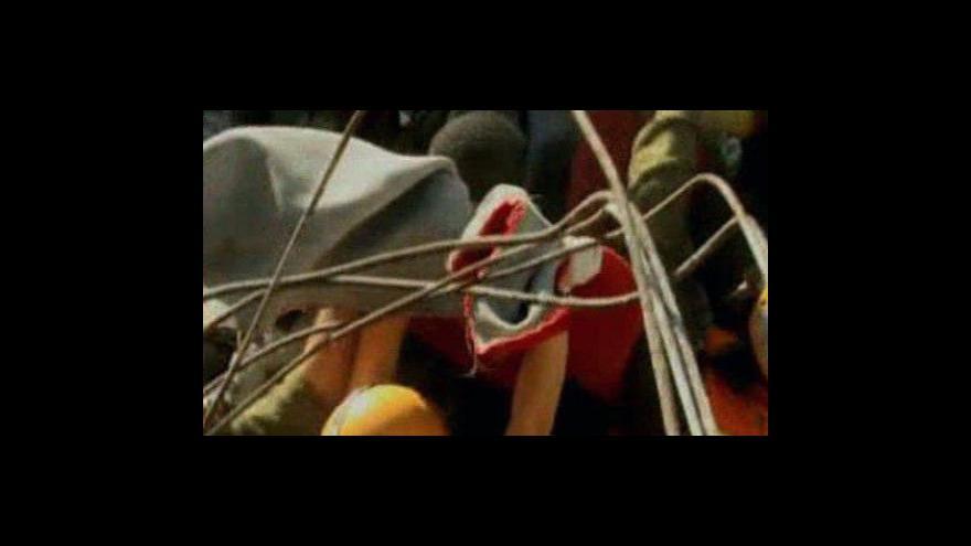 Video Záchranáři na Haiti vyprostili mladíka