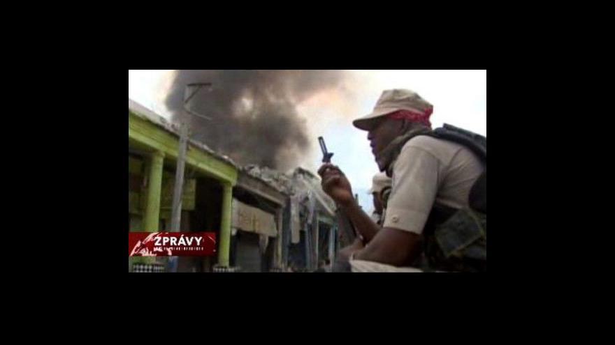 Video Na Haiti nalezli po sedmi dnech živou ženu
