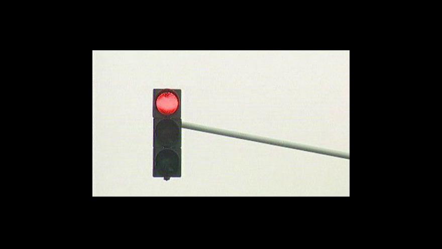 Video Začaly svítit automatické semafory