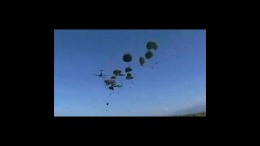 Video USA shazují pomoc na Haiti z letadel