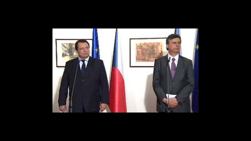 Video Brífink Fischera a Paroubka