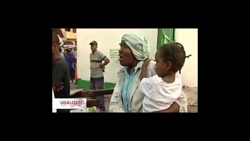 Video Haiti čeká na záchranáře