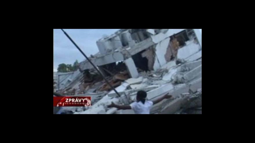 Video Velké ztráty na životech si vyžádlo zemětřesení v Haiti