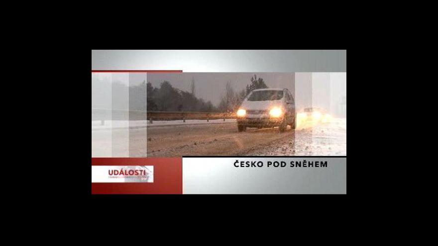Video Čtvrtý den trápí Česko sníh