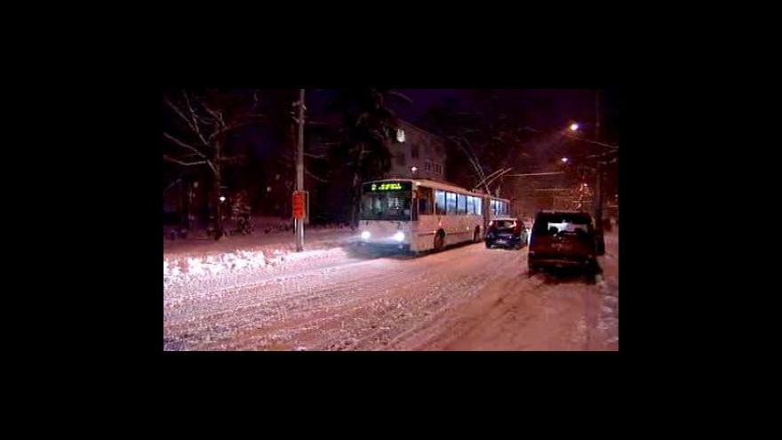Video Noční události o sněhové kalamitě v Česku