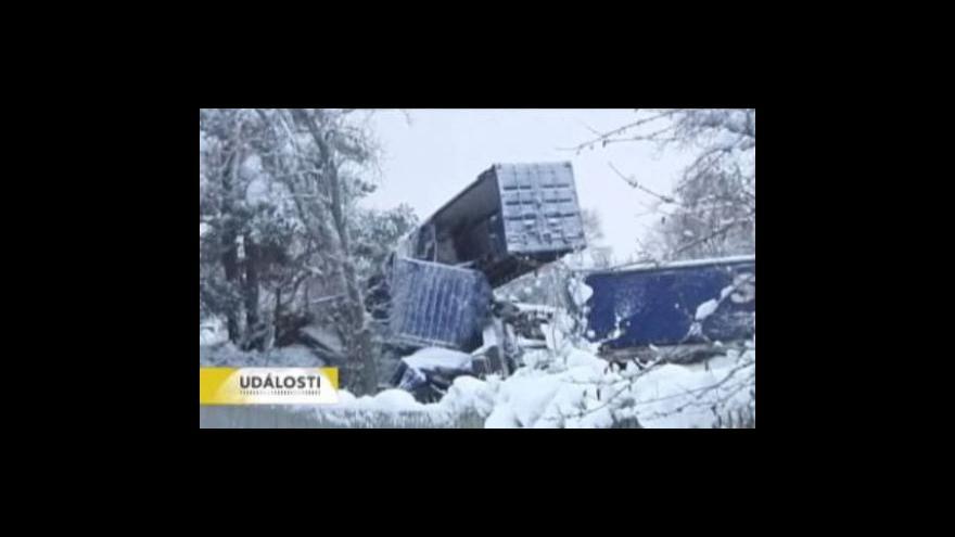 Video Dopravu v Británii zastavil sníh