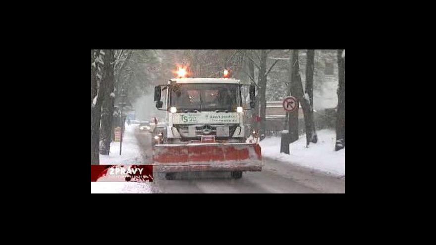 Video Sníh zkomplikoval dopravu na Moravě