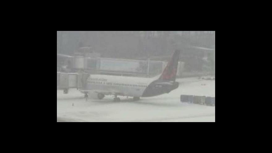 Video Evropa zažívá dopravní kolaps kvůli sněhu
