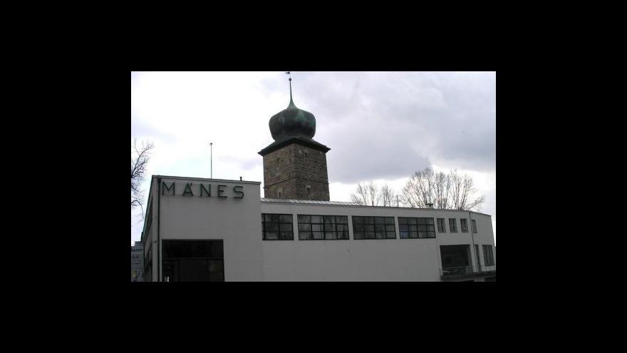 Video O rekonstrukci budovy Mánes informuje L. Drmotová