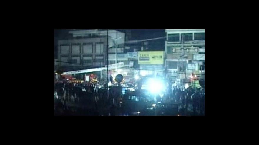 Video Útoky v Láhauru si vyžádaly desítky životů