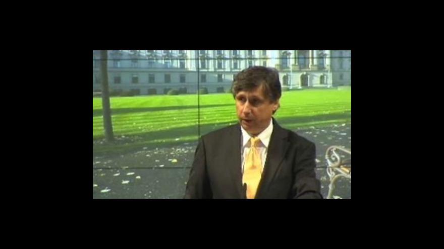 Video Brífink vlády o drogách a energetice