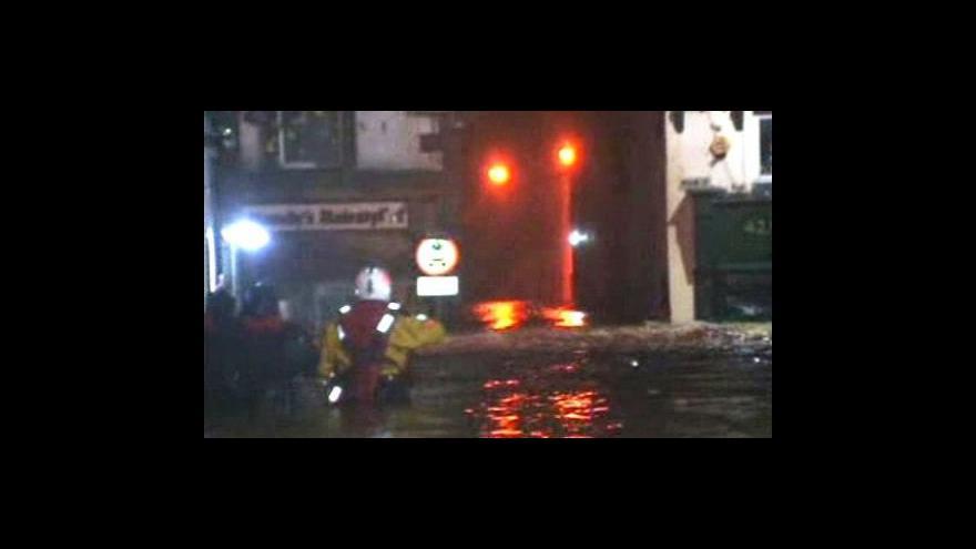Video Záplavy v Británii