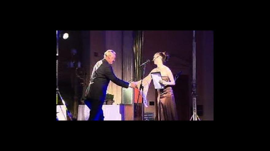 Video Největším filantropem je ČEZ