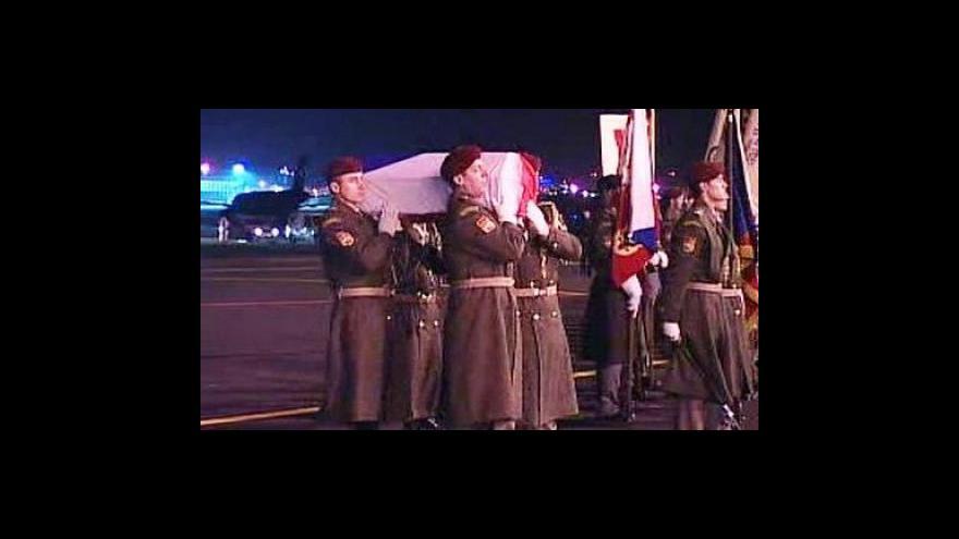 Video Pietní akt, který provázel návrat ostatků neznámého vojína
