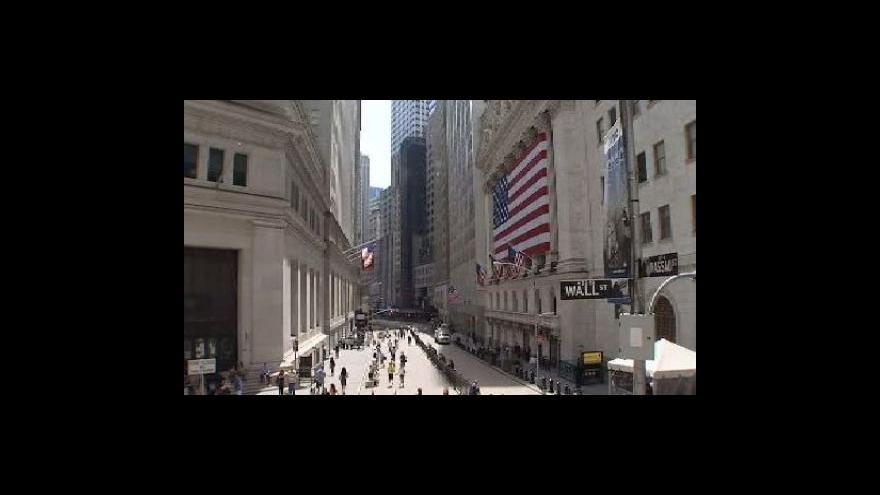 Video Platy bankéřů krizi nepociťují