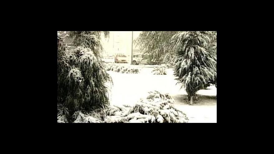 Video Zimní počasí ve střední Evropě si vyžádalo první oběť