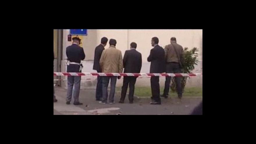 Video Atentát na policejní kasárna v Miláně zranil dva lidi
