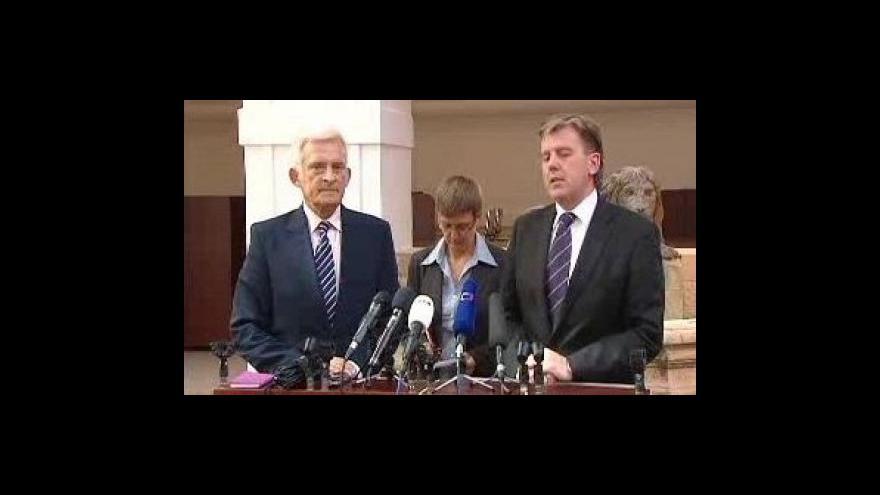 Video Brífink Jerzyho Buzka a Miloslava Vlčka