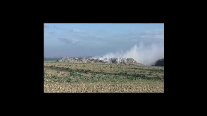 Video Požár skládky v Želči