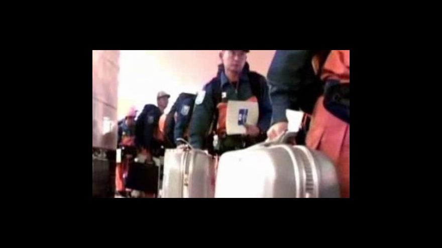 Video Do Indonésie dorazili záchranáři ze zahraničí