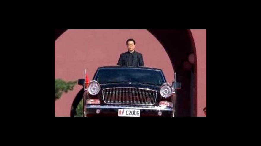 Video Čína oslavila šedesátiny