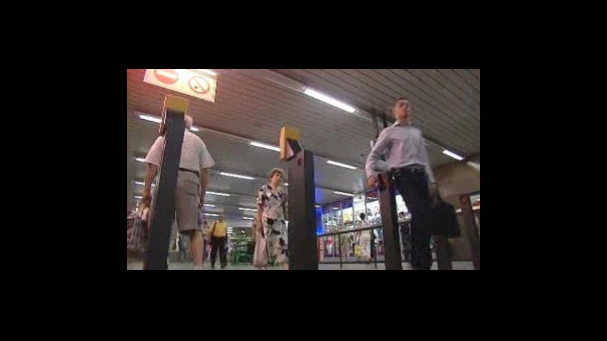 Video Premiér projedná situaci v dopravě