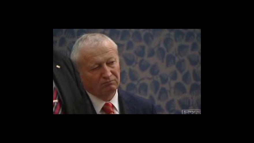 Video O dalším osudu Janotova balíku úspor se bude jednat dnes