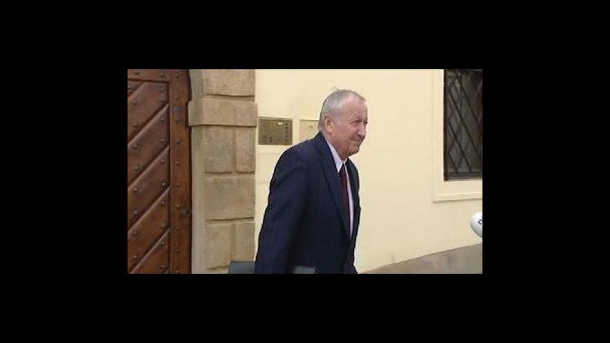 Video Janota představí stranám úsporný balíček