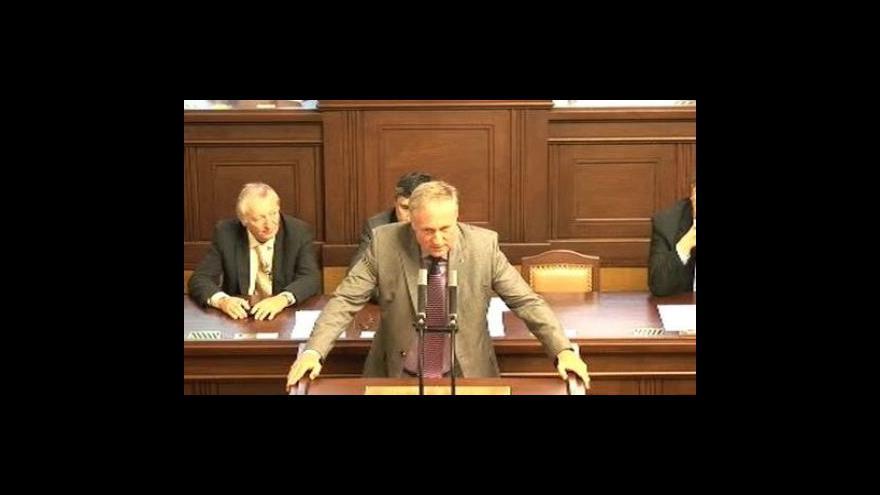 Video Topolánek oznamuje rezignaci