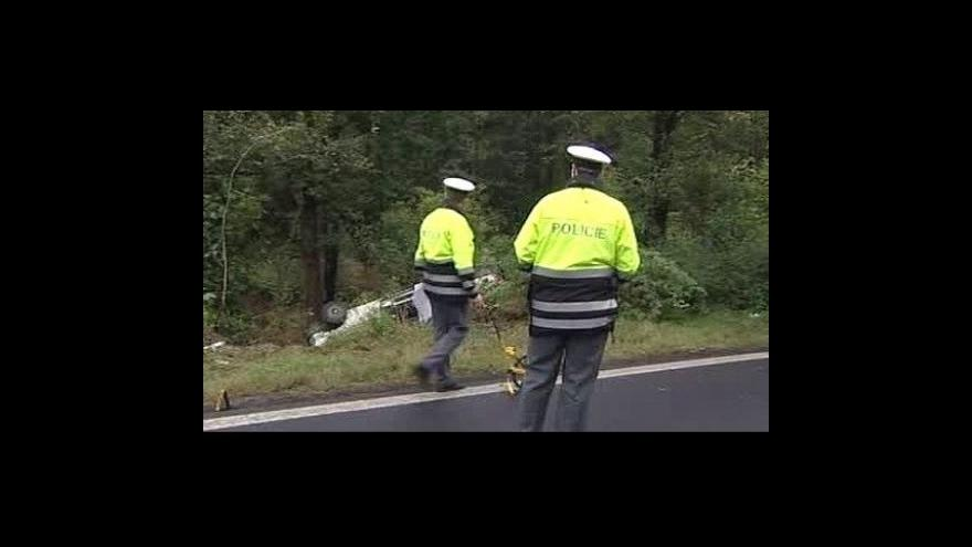 Video Na Karlovarsku se převrátila sanitka