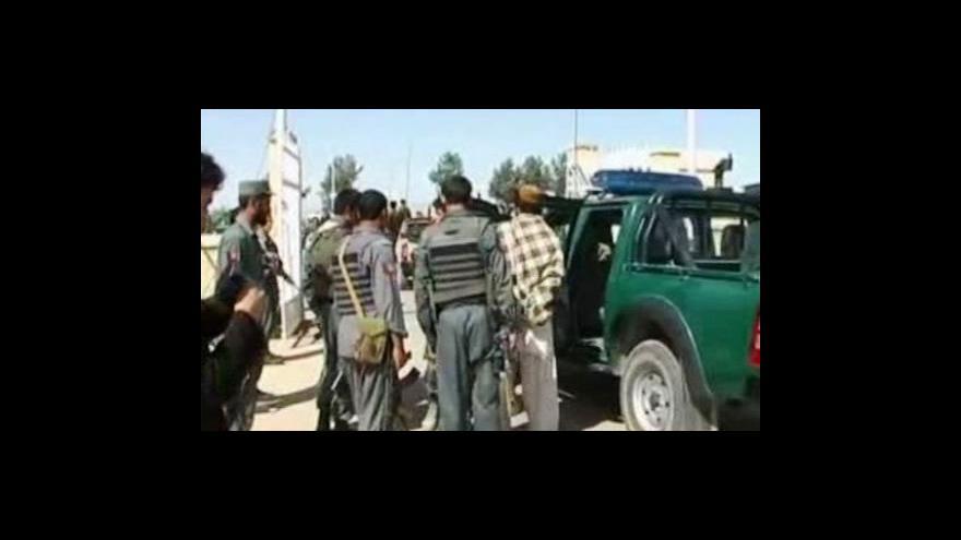 Video Při leteckém útoku zahynulo 90 Afghánců