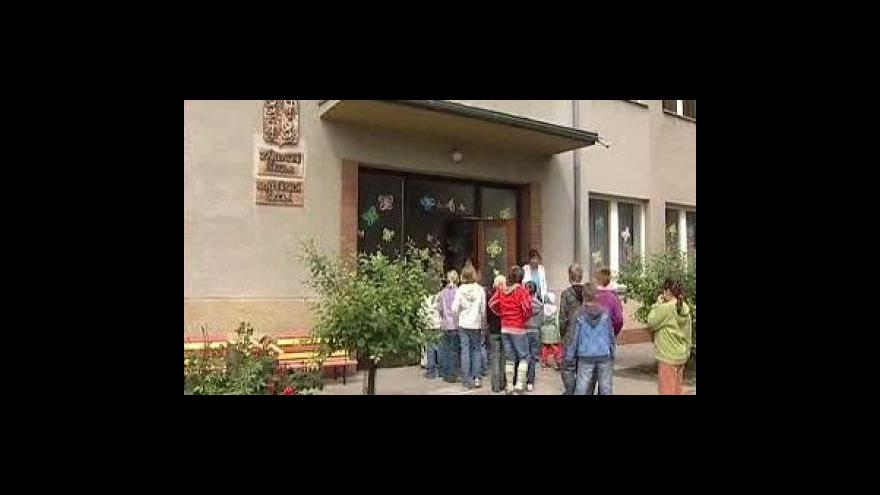Video Školáci jdou do školy