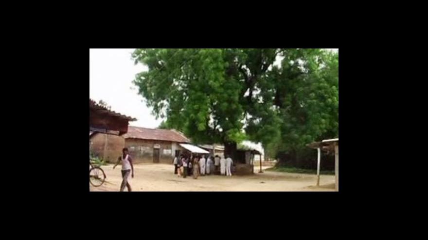 Video Strom-pranýř pro indické pijáky nelegálního alkoholu