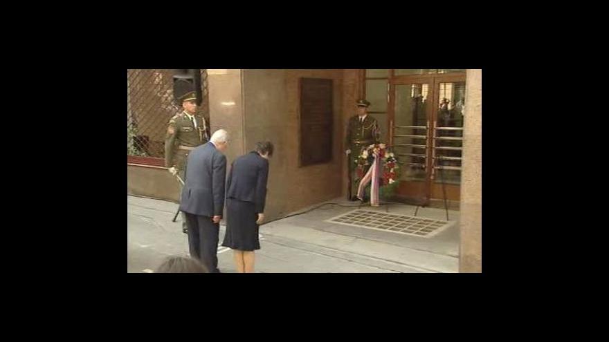 Video Pieta před budovou ČRo k uctění obětí invaze