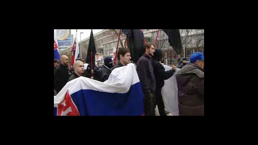 Video Slovensko protestuje proti návštěvě maďarského prezidenta