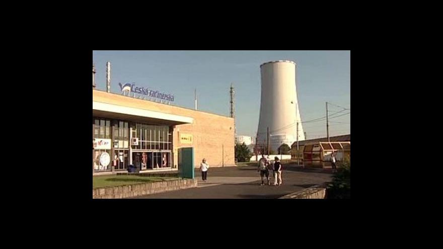 Video Výbuch v areálu společnosti Unipetrol zranil čtyři muže