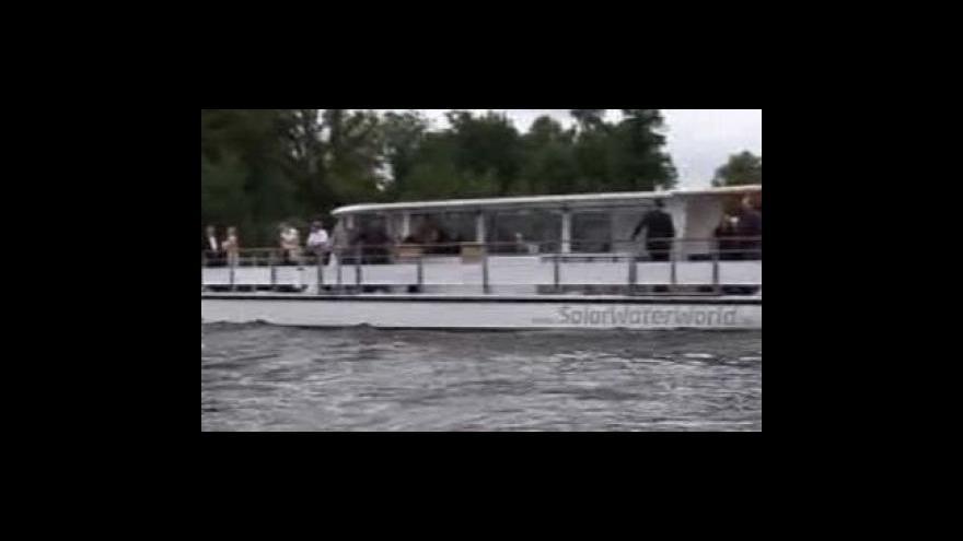 Video První loď na solární pohon v provozu