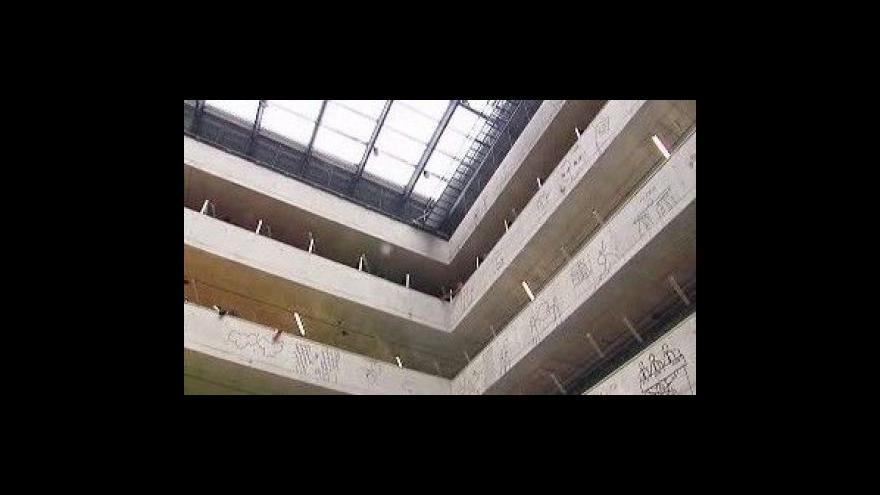 Video Symbolické uzavření knihovny